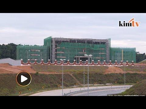 Mahathir visits Kuantan's 'Great Wall of China'