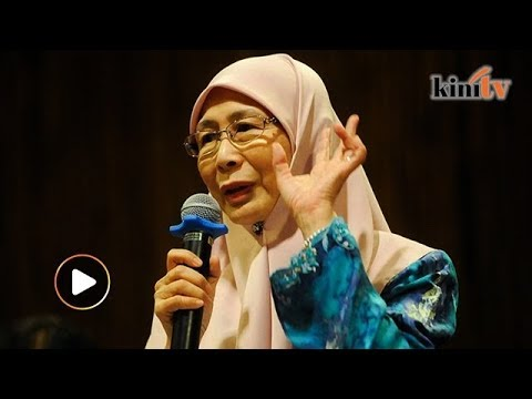 Wan Azizah gets emotional as she recalls the past during forum