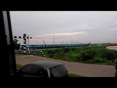 GTL WDM3D Vijayawada - Hubli Passenger Vs WAP4 Simhadri Express