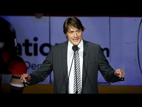 Teemu Selanne speaks at his jersey retirement