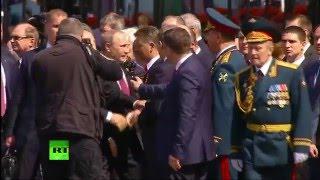 Владимир Путин возлагает цветы к Могиле Неизвестного Солдата
