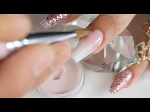 Uñas acrílicas baby boomer con hermoso degrade o difuminado en las uñas colaborativo