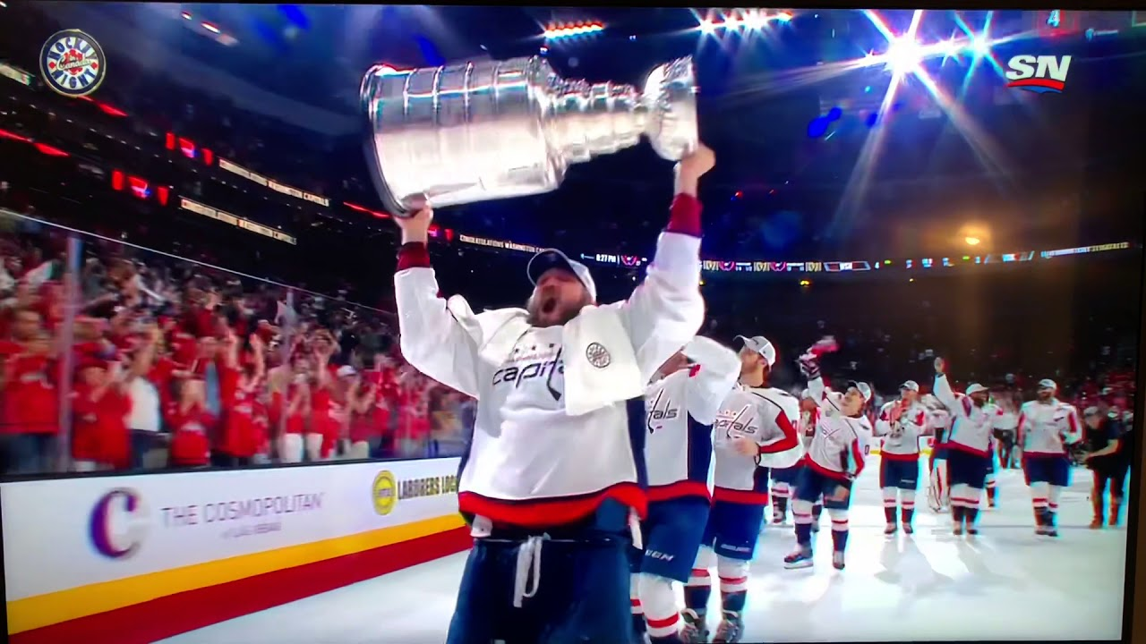 Washington Capitals fan flashes Ovechkin and other players with Stanley Cup bb1312e85c3