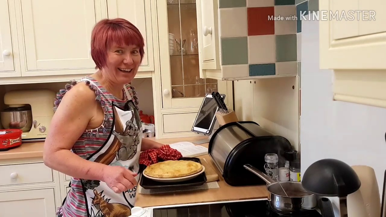 How to make Steak and Ale Pie - YouTube