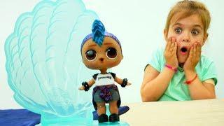 Моана нашла ЛОЛ в жемчужине - Куклы Лол - Мультики для девочек