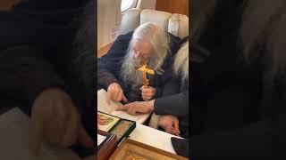 Отец Илий Ноздрин с молебном облетел Москву
