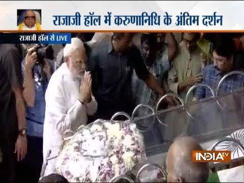 PM Modi pays last respects to former Tamil Nadu CM M Karunanidhi at Chennai's Rajaji Hall