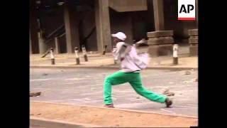 KENYA: NAIROBI: ANTI-RIOT POLICE CLASH WITH STUDENTS