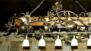 видео Кованые Люстры в Интерьере, Подвесные и Потолочные Модели Под Старину в Дизайне, Деревянные Настенные Бра в Стиле Прованс