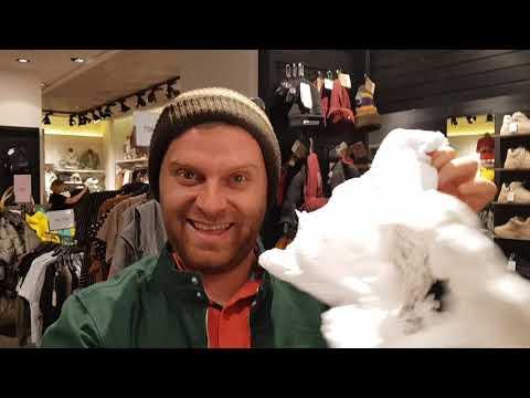 Продаю манники на рынке покупаю курточку