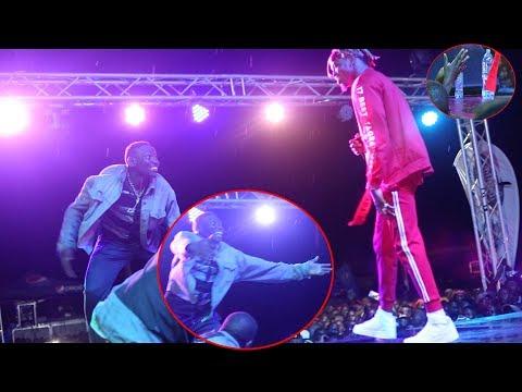 SHABIKI ALiyemvamia DIAMOND JUKWAANI Achezea Kipigo Cha Mbwa Koko... thumbnail