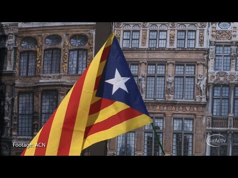 Catalan separatists build 'human towers' across EU to back independence referendum