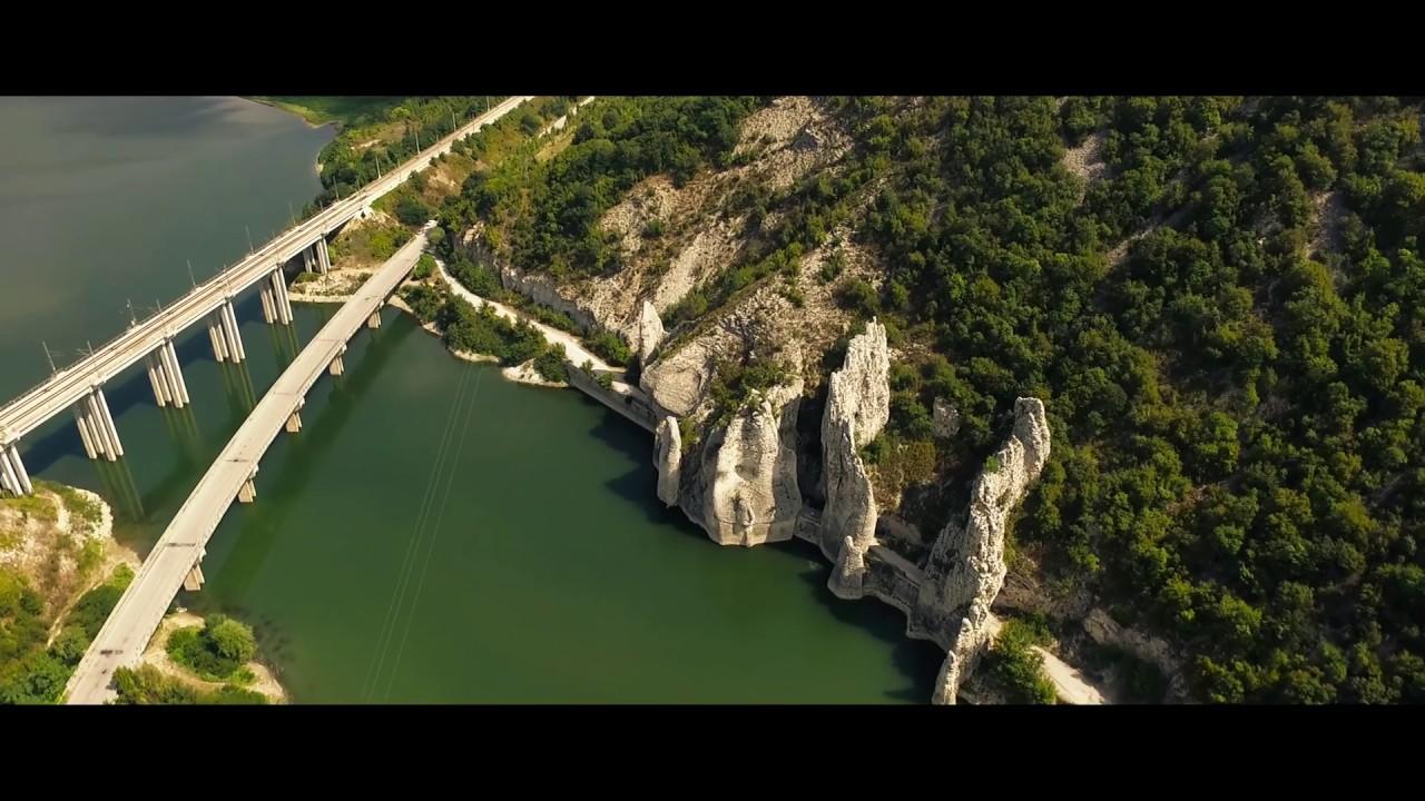 Chudnite Skali I Yazovir Conevo Zasneti Ot Visoko Wonderful Rocks
