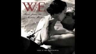W. / E. Soundtrack - 01 - Charms - Abel Korzeniowski Resimi