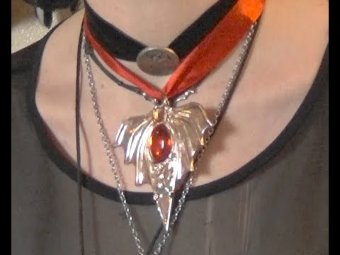 Review of Gothic Bat Medallion pendant by Forum Novelties