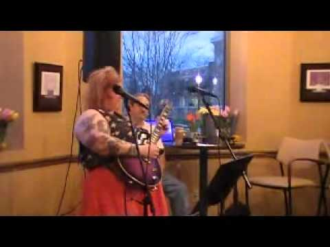 psycho sue plays blues in g minor at open mic