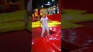 Детские развлечения которые по душе и взрослым. Батутная арена @flashparkminsk Flow ван лав.