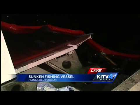 Vessel sinks in Honolulu Harbor