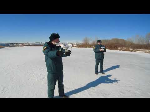 Распиловка льда на реке Уй. Троицк, Челябинская область