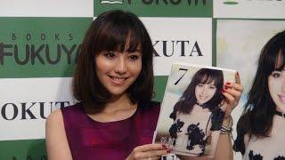 グラマラスBODYで人気を博す歌手の谷村奈南さんは写真集「7」(ワニブッ...