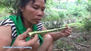 Primitive Technology - Primitive life skills catch big fish and Cooking big fish - Eating delicious