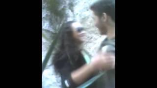 Feeh Mustouch e Alissia errando nas cenas.