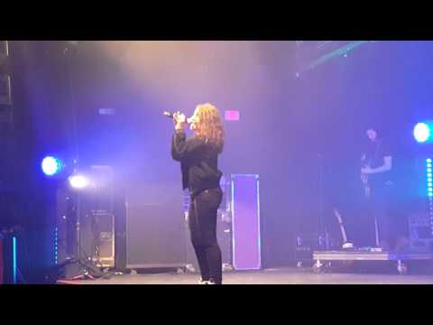 Alessia Cara - Seventeen (Live)