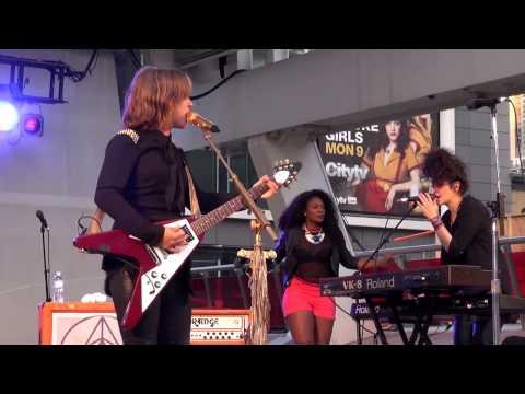 Serena Ryder - Stompa  (with Jully Black) - Live At Dundas-Square