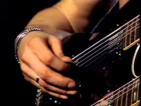 Slash's Moment (Only Women Bleed – Alice Cooper Cover)