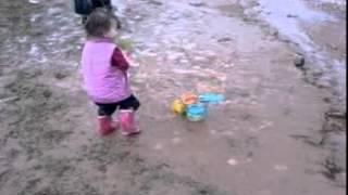 Дети в Дидриксонс(Малыши в одежде Didriksons играют в лужах. На видео присутствуют: Сапоги резиновые Didriksons Splashman, Термобелье Didriksons..., 2012-05-02T23:11:52.000Z)