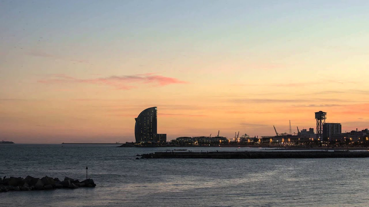 Barcelona sunset by allixsenos on DeviantArt