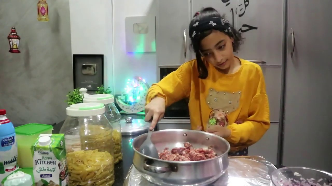 قررت انا اللى اعمل الفطار و هطبخ مع ماما