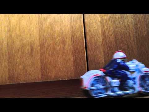 ブリキのオートバイ (白バイ)