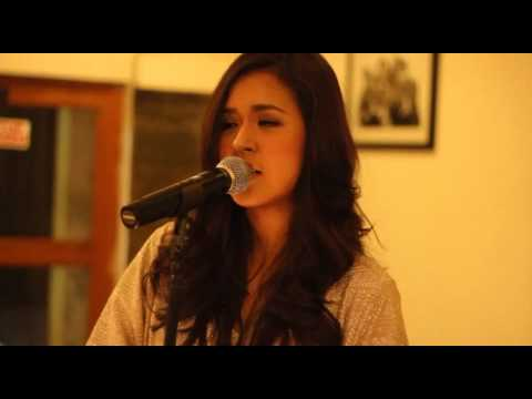 Raisa Terjebak Nostalgia (Live Version)