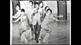 日本初の毎週公開録画番組「九ちゃん!」です。バンドの生演奏で豪華で...