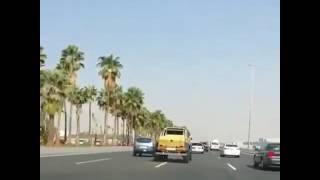 بالفيديو.. إستهتار وتهور يتسبب بحادث تصادم وإنقلاب على طريق سريع في السعودية