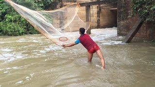 net fishing in Deep hole Water flood | how to use case net fishing | in Kampong Speu