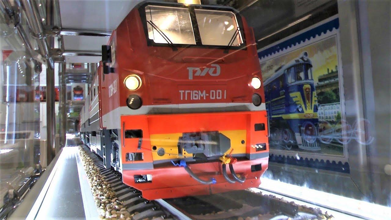 Видео про железнодорожный транспорт для детей Макс смотрит поезда огромный макет и железная дорога