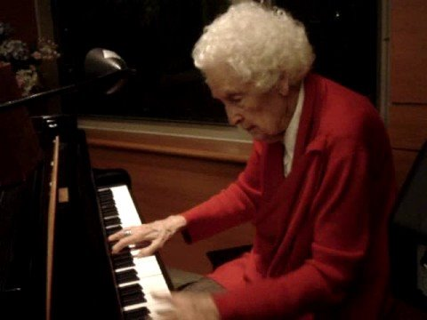 Lynne Reid - 92 Year Old Pianist - Playing Oct 1, ...