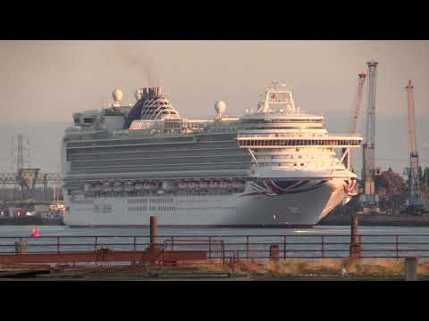 Another Busy Early Morning Arrival Of 4 Cruise Ships Into Southampton Docks 13/07/19