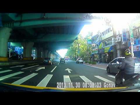 違規迴轉 + 右轉彎未先駛入外車道害車禍
