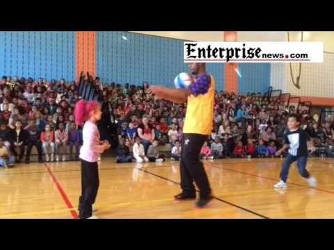 Harlem Wizards at George School Brockton