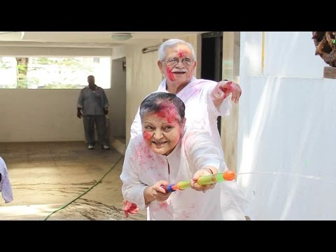 Veteran actress Rakhee is UNRECOGNIZABLE in latest rare photos