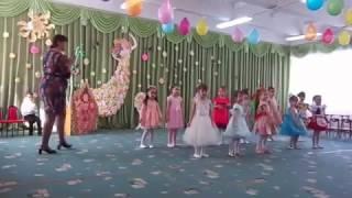 8 МАРТ в детском саду Танец с сердцами для мама.Часть 1