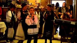 Spectacle par les enfants  grup vocal Arieseni pendant notre séjour en Roumanie 07-2013