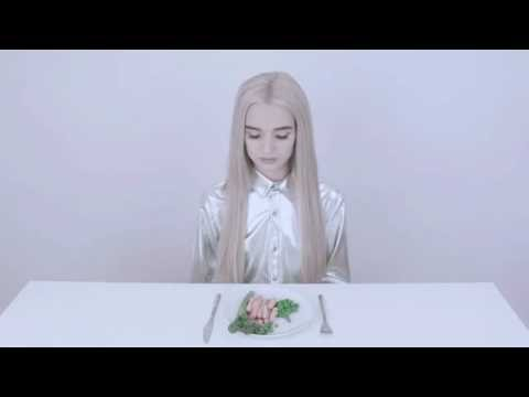 Download Youtube: Poppy eats a meal