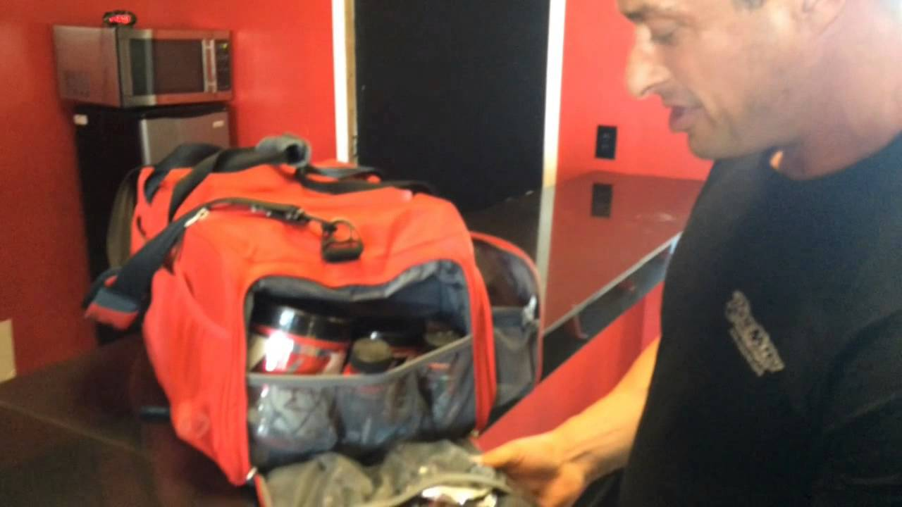 V Bodybuilding Show - 6 Pack Bag THE BEAST and ProSupps - YouTube eb3575ea8f77b