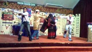 sali tu mani nahi performs in PEC school with wali groub