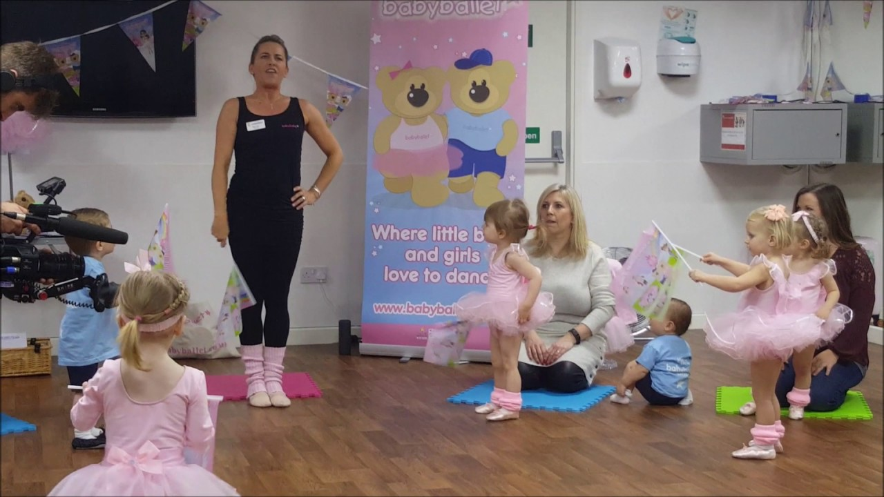8f3d231e4 Sam and Billie Faiers at babyballet - filming for The Mummy Diaries ...
