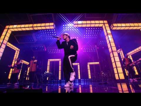 Bruno Mars - Versace on the Floor [Billboard Music Awards 2017]